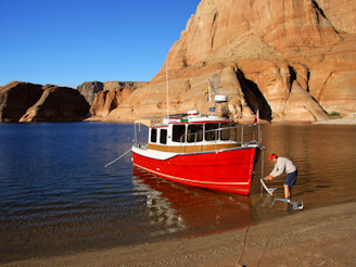PadreBayCanyonAnchor 226 Beach Anchoring on Lake Powell