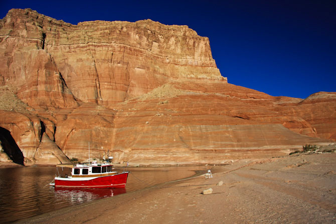 PadreBayCanyonAnchor 86 Beach Anchoring on Lake Powell