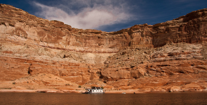 ToPadreBayCanyon 84 Beach Anchoring on Lake Powell