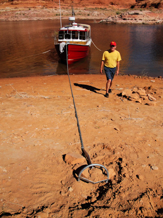 Beach anchoring in Cottonwood Canyon, Lake Powell, Utah